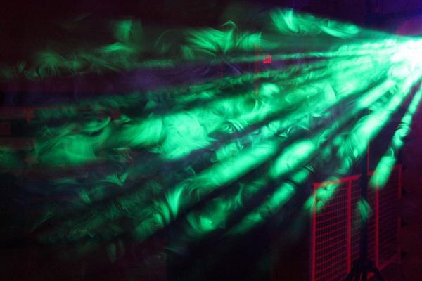 Ánh sáng đèn LED Fury khi kết hợp với khói từ máy phun khói