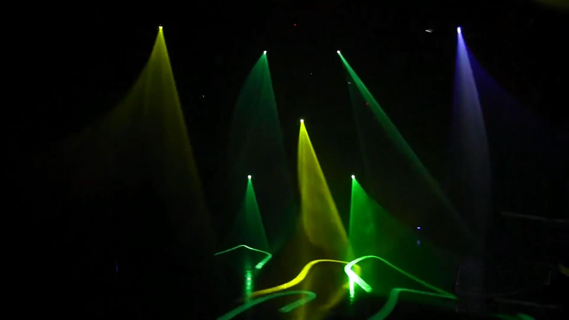 Hiệu ứng laser của đèn xạ thủ sniper trên sân khấu