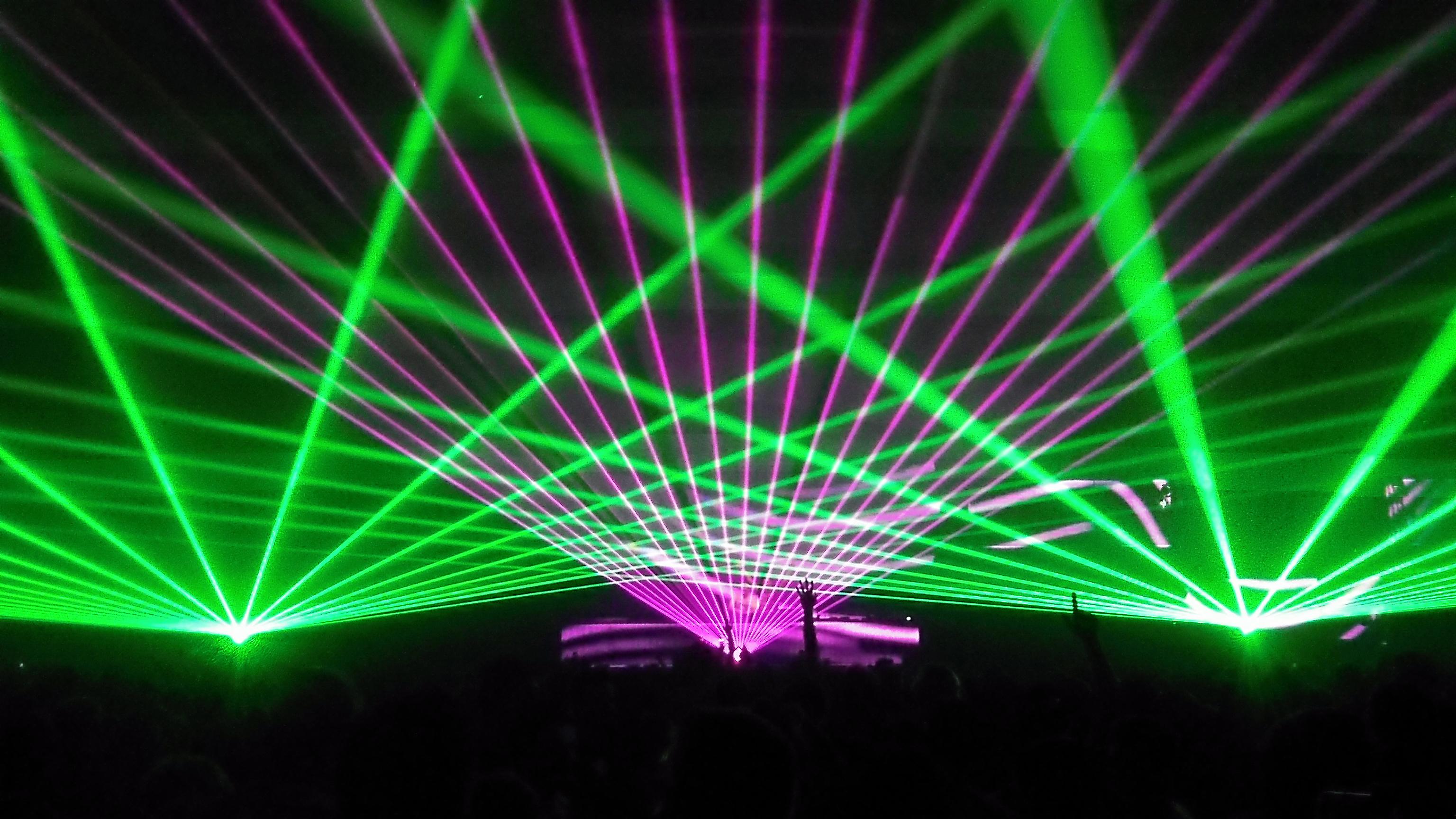 Trinh-dien-anh-sang-laser
