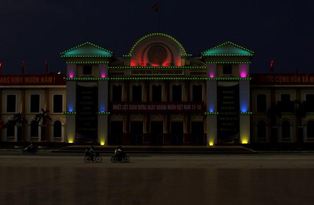Trang trí ánh sáng tòa nhà