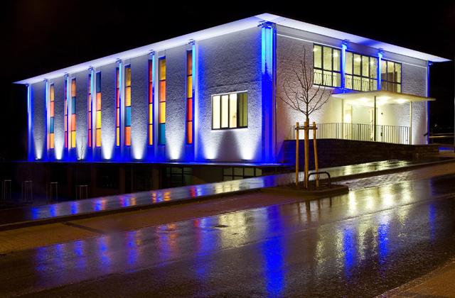 Chiếu sáng lập trình đổi màu cho tòa nhà