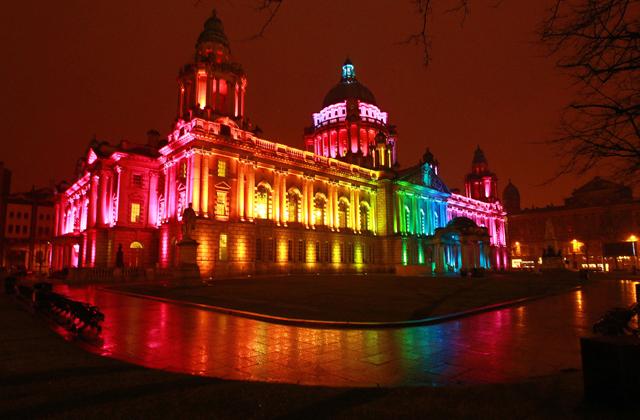 trang trí ánh sáng nghệ thuật cho tòa nhà