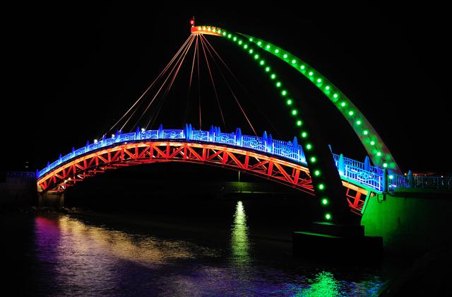 Chiếu sáng đẹp, nghệ thuật cho công trình cầu