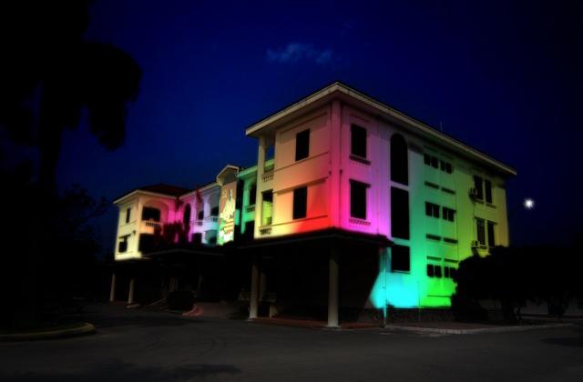 Chiếu sáng đổi màu cho tòa nhà