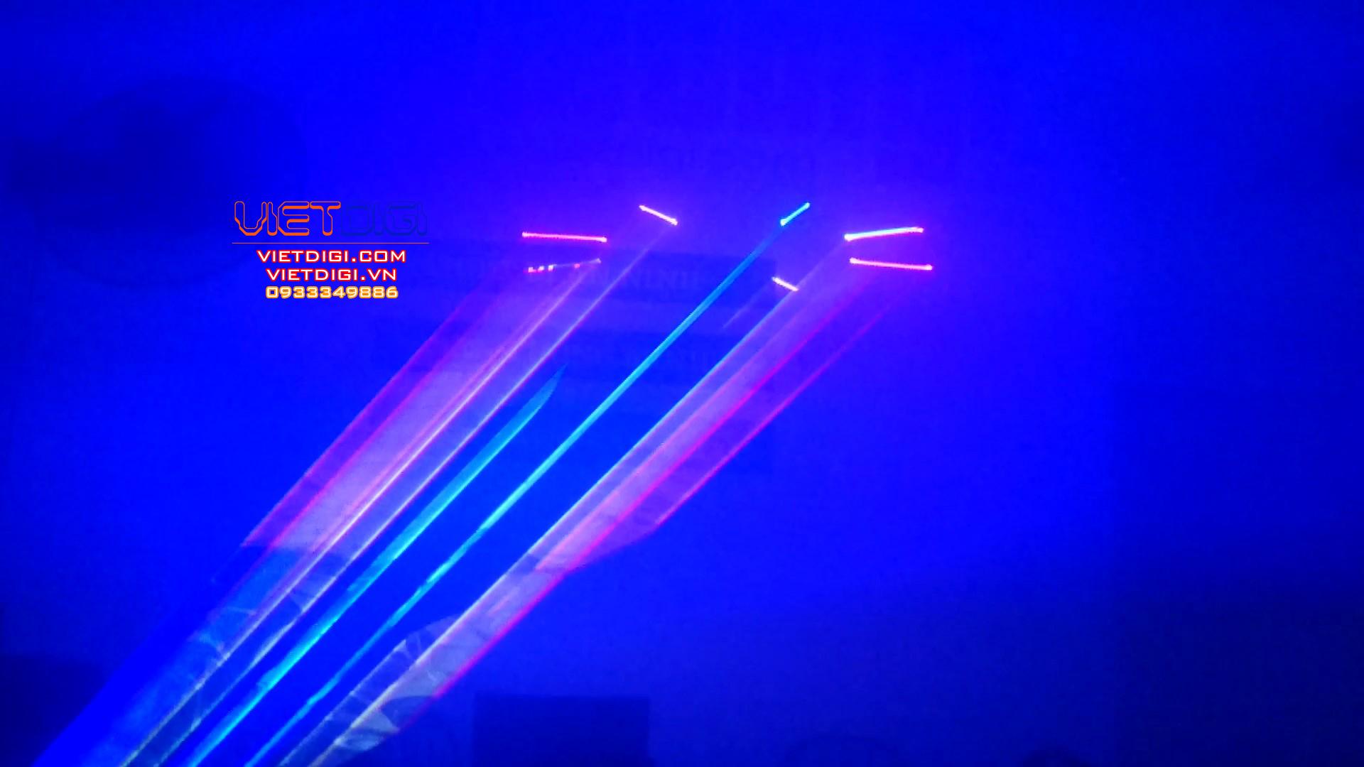 Tia laser thêm nổi bật khi kết hợp với máy phun khói