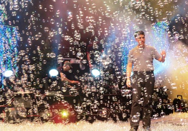 hiệu ứng bong bóng trên sân khấu