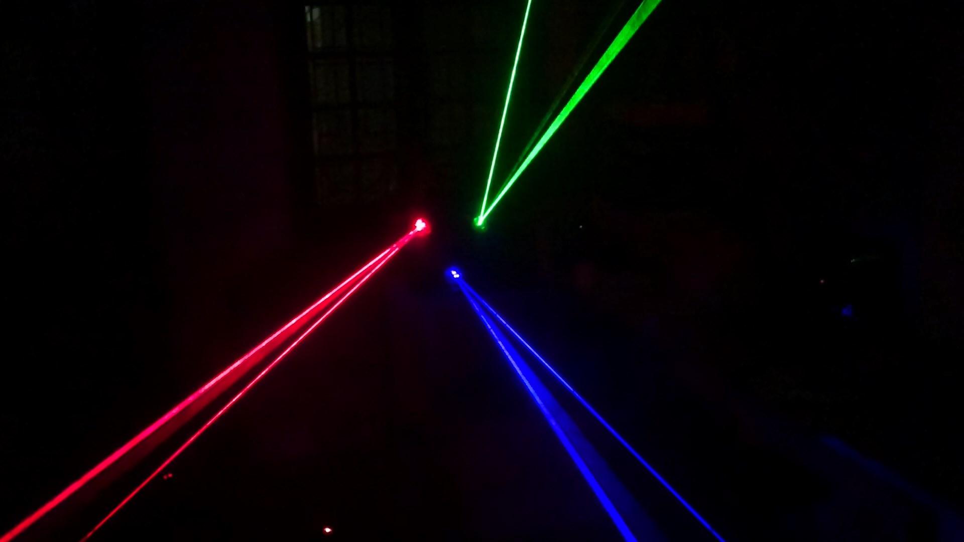 chùm tia đẹp mắt của Đèn laser trung tâm 3 cửa 3 màu
