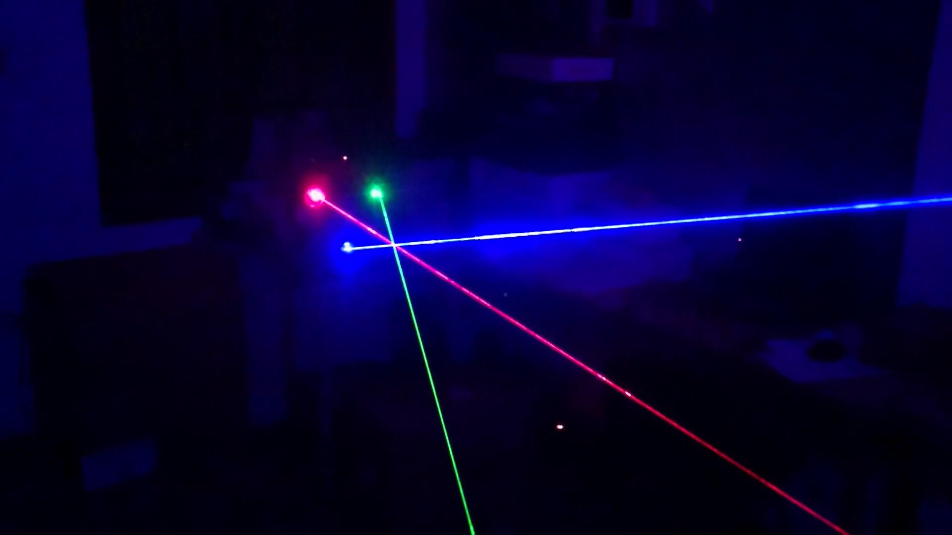 Tia sáng đan xen của Đèn laser trung tâm 3 cửa 3 màu RGB