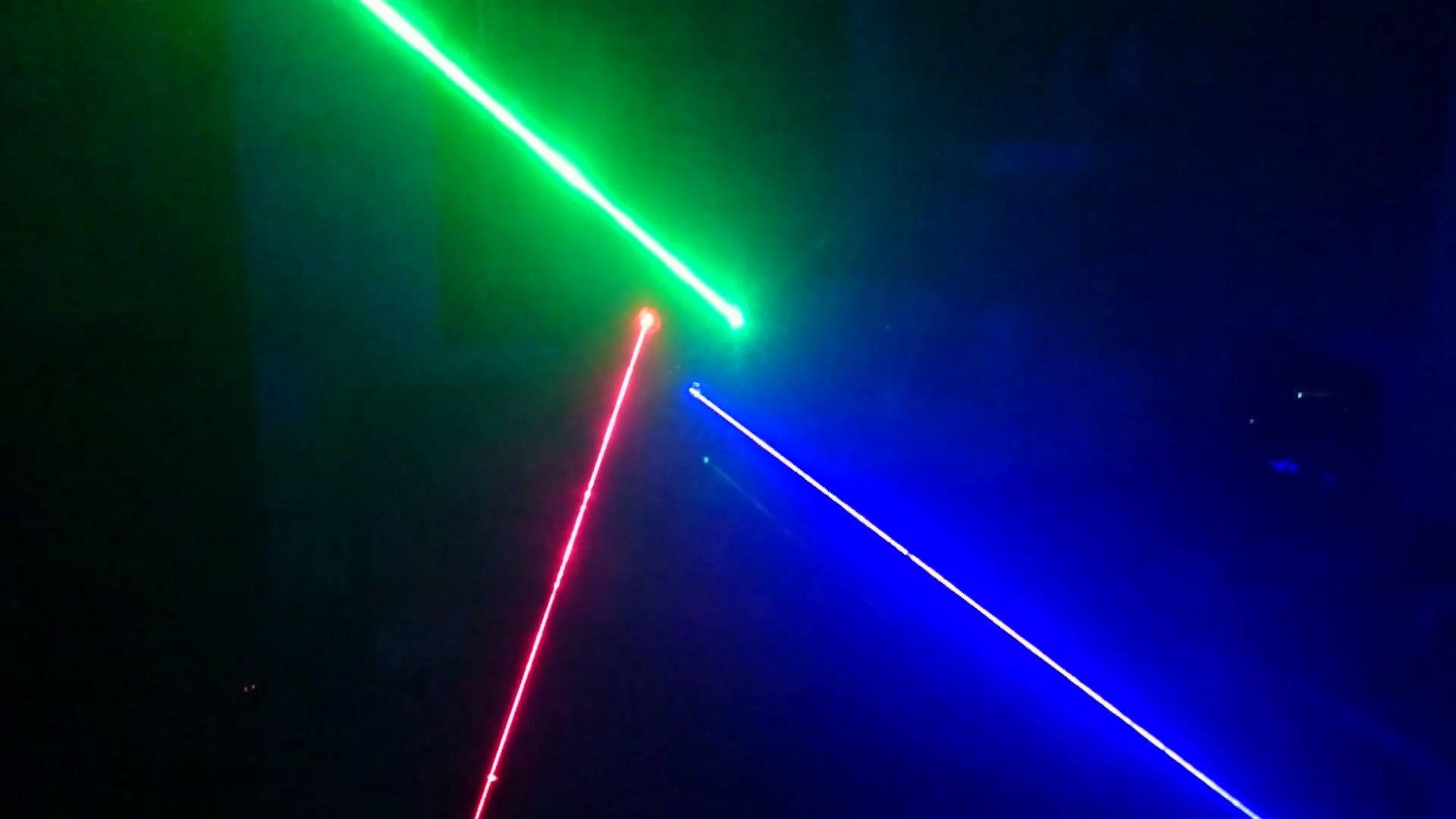 Tia sáng cực mạnh của Đèn laser trung tâm 3 cửa 3 màu RGB