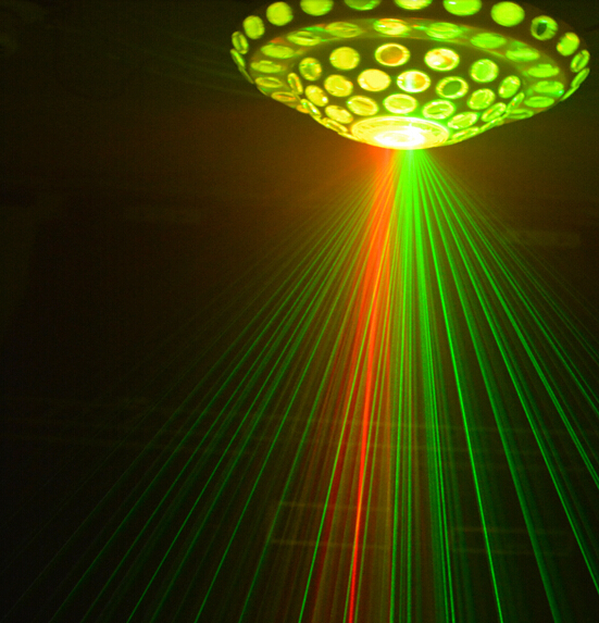 Chùm tia laser mạnh mẽ của đèn