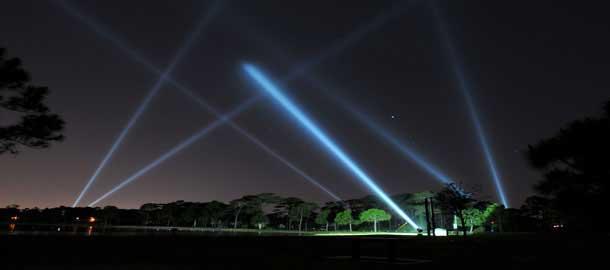 Đèn rọi trời Skylight là dòng chuyên dùng cho sân khấu ngoài trời dùng để rọi trời tạo điểm nhấn, hay tạo sự chú ý trong một khu vực.
