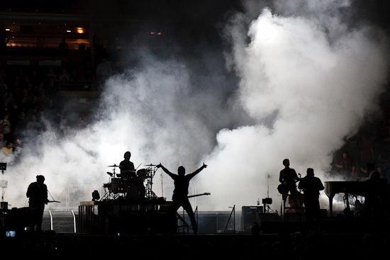 Khói từ máy tạo khói trên san khấu
