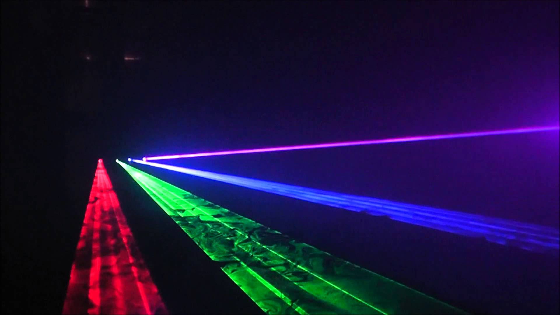 4 tia sáng với 4 màu sắc khác nhau vô cùng mạnh mẽ