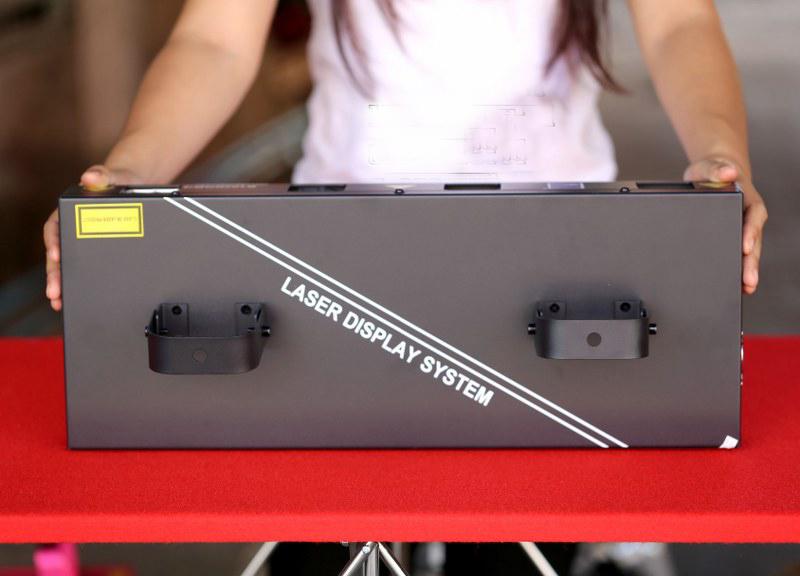 mặt trên đèn laser quét tia 4 cửa 4 màu B102RGB/4